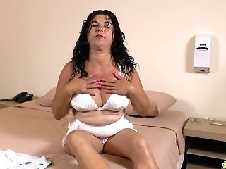Hookup-starved Matures Woman Lucia Is Masturbating Her Old Snatch