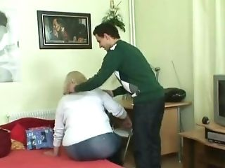 Clever Stud Picks Up Yam-sized Granny In The Cafe