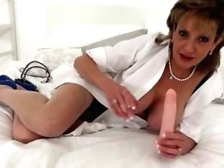 Brit Cougar Sona Begs For A Internal Cumshot