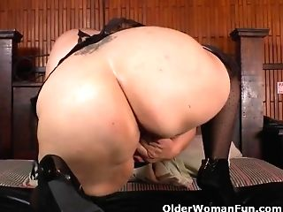 Latina Bbw Carmen Gets Engaged With A Massager