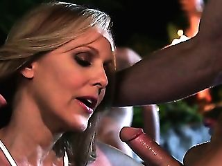 Heart Stopping Mummy Julia Ann Gives Head To A Few Dudes In Jacuzzi