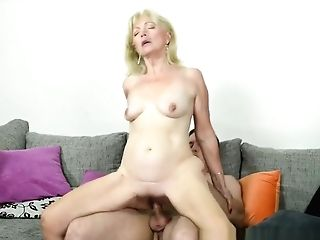 Grandmother Cockslut Gets Oral