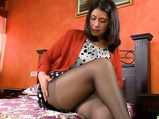 Middle Senior Housewife Anabella Attempts To Sate Her Lovemaking-thirsty Crevasse